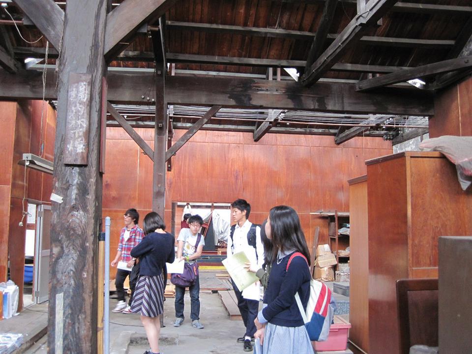 一宮 のこぎり屋根工場での母校の学生さんたちの見学